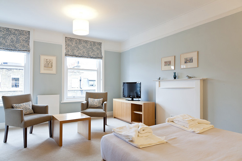 Serviced apartments bloomsbury london no 5 doughty street by a bright and spacious studio lounge area at doughty street malvernweather Gallery