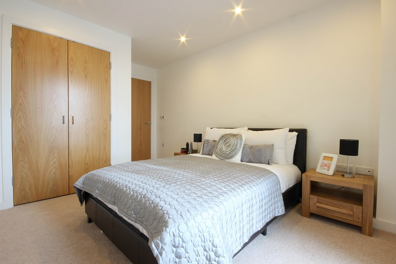 Relaxing colour scheme in bedroom