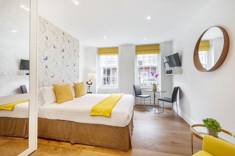 A beautiful and bright bedroom in Marylebone
