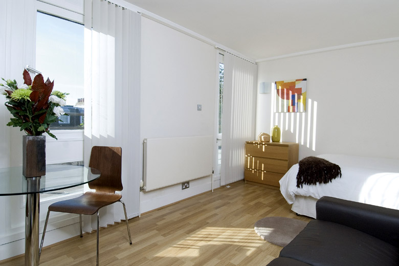 A bright and comfortable studio apartment at Albert Street