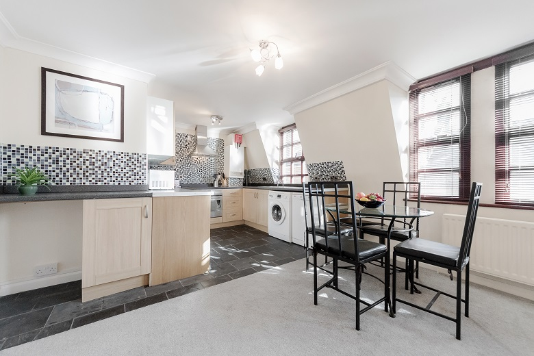 A light and spacious fully equipped kitchen